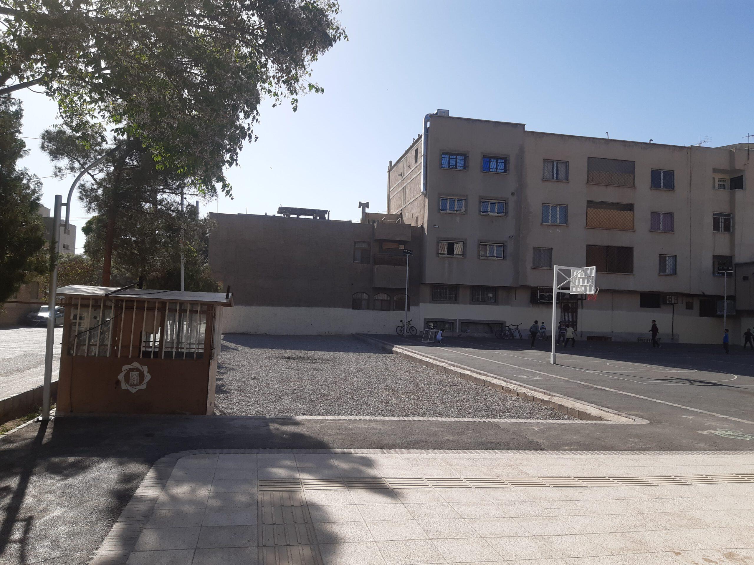 شهرداری ، نسبت به ایجاد فرهنگسرای بوستان سلمان فارسی اقدام کند